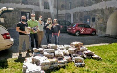 Maltézská pomoc v Olomouci získala pro své klienty od Olomouckého deníků několik set magazínů