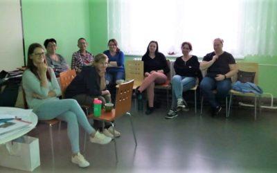 Osobní asistence v Žatci vyzkoušela gerontooblek simulující změny těla ve stáří