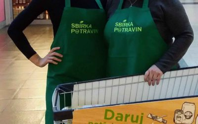 Při potravinové sbírce v Olomouci lidé darovali skoro tunu potravin