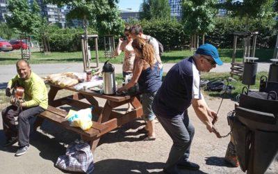 Pro lidi bez domova jsme uspořádali grilování
