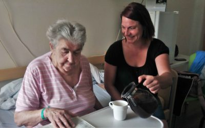 Pomoci osamoceným seniorům v nemocnici můžete i vy